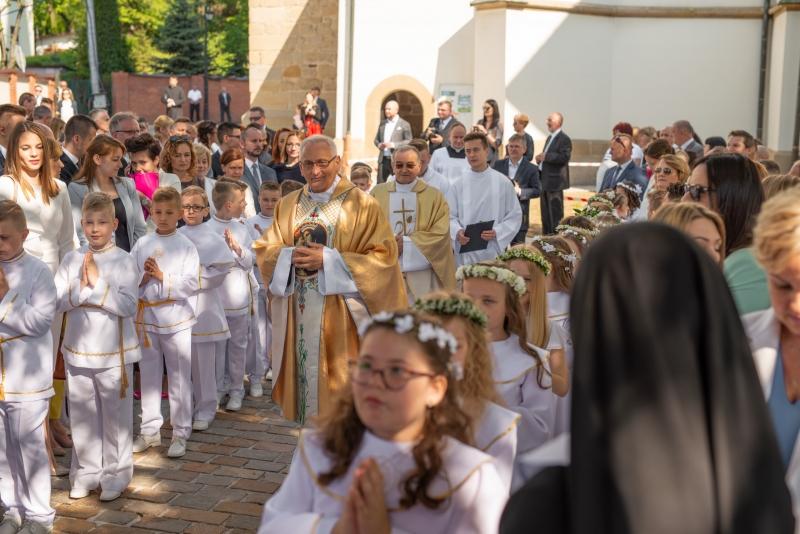 80fb4ff1d0 Sanktuarium Matki Bożej Myślenickiej – Pierwsza Komunia Święta w ...